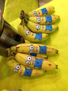 Impress people with this ULTIMATE Minion Party Ideas guide. Useful for minion birthday party. Minion Party Theme, Despicable Me Party, Minion Birthday, Baby Birthday, Minion Banane, Festa Party, 4th Birthday Parties, Birthday Ideas, School Birthday