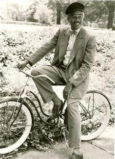 Morgan Freeman relaxes on a bike via blog Rides a Bike (Driving Miss Daisy, 1989) Photo: Sam Young Emerson