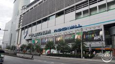 Platinum Fashion Mall. Check out what kind of fashion clothes it sells at http://aroimakmak.com/platinum-fashion-mall/. #shopping #bangkok