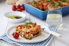 VEGETARLASAGNE MED SPINAT OG FETA. Funker bra å bruke en pakke frossen spinat og ha den i tomat/grønnsakssausen.
