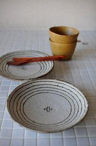 楠田純子:白化粧螺旋文5寸皿とからしちびカップ