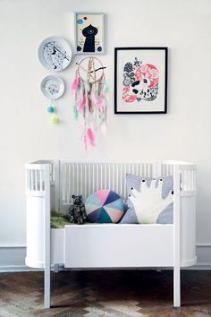 Mikas bed shown at the danish Lifestyle magazine BoligLiv. Denis Sytmen and Lisa Grue (Me) made the dreamcatcher for a DIY series we do in the magazine.