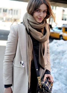Androgynous structured coat + chunky scarf = so on point