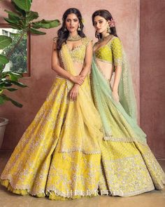 Brand new Anushree Reddy 2019 Bridal Lehengas are here. Whether you are a fan of her style or not, you are going to love her latest designs. Indian Bridal Outfits, Indian Bridal Lehenga, Indian Designer Outfits, Designer Dresses, Sabyasachi Lehenga Bridal, Bollywood Lehenga, Indian Attire, Indian Ethnic Wear, Dress Indian Style