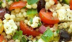 Pearl couscous salad with feta cheese, Kalamata olives and cherry tomatoes - Roxanne Cuisine - Katherine-Roxanne Veilleux Recipes What Is Quinoa, How To Cook Quinoa, Pearl Couscous Salad, Quinoa Benefits, Quinoa Salad Recipes, Cooking Recipes, Healthy Recipes, Bulgur, Thermomix