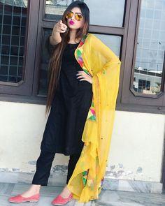 I lub u uthNa u lub v zithNa Patiala Suit Designs, Kurti Designs Party Wear, Kurta Designs, Stylish Girls Photos, Stylish Girl Pic, Dress Indian Style, Indian Dresses, Simple Indian Suits, Pakistani Fashion Casual