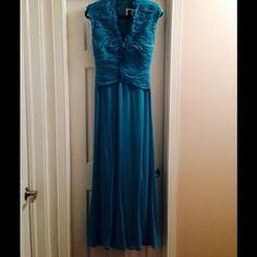 Tadashi Dresses & Skirts - Gorgeous Tadashi Gown