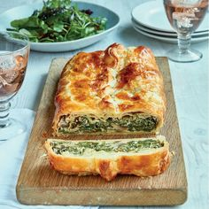 Mary Berry's Spinach and Mushroom en Croûte - The Happy Foodie # Food and Drink vegetarian Mary Berry Mushroom en Croûte Vegetarian Recipes Dinner, Veggie Recipes, Cooking Recipes, Healthy Recipes, Cooking Tips, Vegetarian Christmas Dinner, Vegetarian Pie, Vegetarian Sandwiches, Vegetarian Breakfast