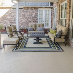 The St. Charles collection accentuates outdoor living areas with its contemporary character and refined style.