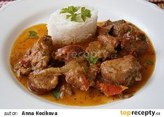 Krůtí kostky s klobásou recept - TopRecepty.cz Easy Meals, Easy Recipes, Steak, Curry, Pork, Treats, Ethnic Recipes, Easy Keto Recipes, Kale Stir Fry