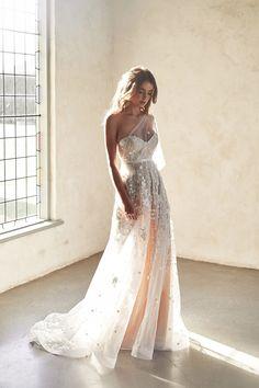 Anna Campbell Dress, Anna Campbell Bridal, Stunning Wedding Dresses, Dream Wedding Dresses, Gown Wedding, Ethereal Wedding Dress, Romantic Dresses, Pretty Dresses, Fancy White Dresses