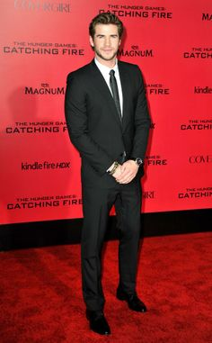 Liam Hemsworth looks dapper at The Hunger Games: Catching Fire premiere.