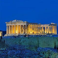 O Partenon foi o templo da deusa Atena localizado na Acropole em Atenas na Grecia. Eh um simbolo a democracia e um dos maiores monumentos da historia da humanidade. The Parthenon is a temple of the Athenian Acropolis ,Greece dedicated to the maiden goddess Athena.