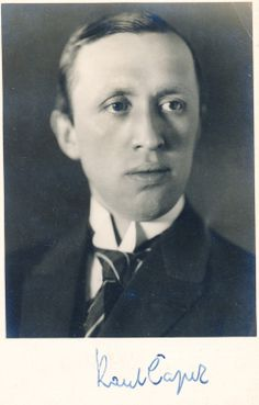 ČAPEK, KAREL. Podpis na fotogr. portrétu pohlednicového formátu, foto arch. Vaněk - Galerie vynikajících osobností. 2.900,- / 3340