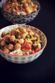 Parfois, il suffit de savoir saupoudrer la bonne dose d'épices pour pouvoir voyager un peu en faisant la cuisine. C'est le cas ici, avec ce curry bien réconfortant et très nourrissant. Une touche de curry, et de lait de coco et le tour est joué. Un repas copieux qui saura ravir même les palais les p