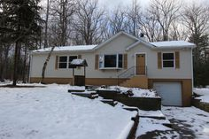 Like New-Just updated 3 bdrm 2 ba ranch #home ready for your things. Features new kit w/ granite countertops & stainless steel appls, large family rm, living rm w/ stone fireplace, back deck & 1 car gar. $116,000 #RealEstate #ForSale #DingmansFerry #PikeCounty #ChantRealtors Dave Chant & Nicole Patrisso Davis R. Chant Realtors www.chantre.com 570.296.7717