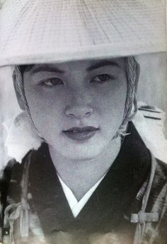 秋田おばこ 1953 / a girl in a farm village Akita Japan by Kimura Ihei