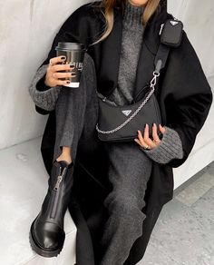 Find the most beautiful outfits for your autumn look. Source by cocoeliif . - Find the most beautiful outfits for your autumn look. Source by cocoeliif Outfits g - Trend Fashion, Winter Fashion Outfits, Fashion 2020, Look Fashion, Fall Outfits, Autumn Fashion, Casual Winter Outfits, Holiday Fashion, Classy Fashion