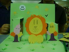 """¡Un león en el bosque!, en el taller """"Un zoo de pop-up"""" en la Biblioteca de Soria con la ilustradora Ana Pez."""