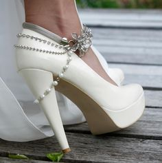 Looks like a FM turned White Wedding shoe.  Cool!  https://fbcdn-sphotos-a.akamaihd.net/hphotos-ak-ash3/560652_354603124597861_178281592230016_968828_1229626774_n.jpg