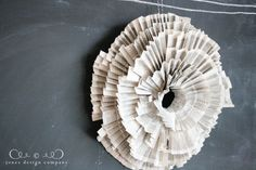 learn-how-to-make-a-pleated-paper-wreath