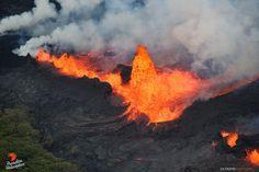 Kilauea zone de rift Est - fontaine de lave sur la fissure 22 - photo Bruce Omori 21.05.2018