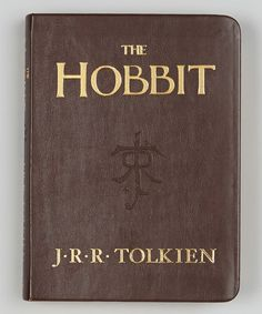 The Hobbit is a great modern classic and the prelude to the epic Lord of the Rings trilogy. This charming pocket-size edition contains the complete unabridged text and a beautiful leatherette cover with gild-edging. The perfect gift for little hobbits everywhere!