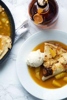 Crepes Suzette opskrift - pandekager i appelsinsauce med Grand Marnier Grand Marnier, Crepes, Camembert Cheese, Deserts, Meals, Breakfast, Cake, Ethnic Recipes, Sweet