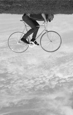 велик Bike Photography, Illusion Photography, Funny Photography, Creative Photography, Photography Tutorials, Photography Ideas, Amazing Photography, Funny Pictures, Pictures Images