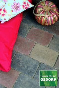 Excluton Abbeystones zomerbont met een afmeting van 30x20x6cm zijn veruit de populairste trommelstenen van dit moment. Zo kunnen Abbeystones zomerbont gebruikt worden voor het maken van een looppad, oprit of voor het aanleggen van een volledig terras.