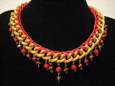 COLLAR RED GLAM: Collar en novedad realizado en cadena dorada e hilo rojo brillo y adornado con cristales en tonos cobrizos y rojos. Una pieza llena de color, de luz y ante todo...llena de love para lucir en tus ocasiones más especiales.
