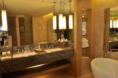 두 아들이 투숙했던 싱가폴 마리나배이샌즈호텔 욕실..1475호
