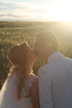 zehra-aydın wedding photos. kiss