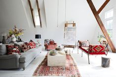 Inside Keren Craig's Upstate Oasis Eclectic Artwork, Travertine Coffee Table, Exclusive Homes, My Ideal Home, Traditional Decor, Dream Rooms, Living Room Inspiration, Inspired Homes, Interior Styling
