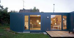 Projetada pelo escritório LHVH Architekten, esta casa-contêiner situada na Alemanha, leva o nome de Containerlove (foto: Tomas Riehle)