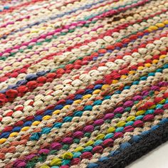 Textile on Maisons du Monde. Take a look at all the furniture and decorative objects on Maisons du Monde. Diy Carpet, Rugs On Carpet, Carpets, Diy Tapis, Synthetic Rugs, Carpet Trends, Weaving Textiles, Striped Rug, Carpet Colors