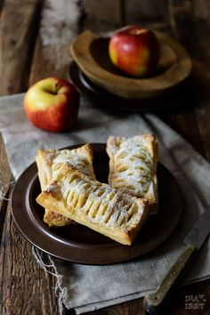 Recipe for quick apple puffs with puff pastry and vanilla as Mc Donald . Vegan Desserts, Vegan Recipes, Dessert Recipes, Wise Foods, Puff Pastry Recipes, Eat Smart, Vegan Baking, Meals For One, Food Porn
