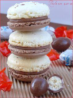 MACARONS GOUT KINDER SCHOKO BONS (les coques : 200 g de sucre glace, 200 g de poudre d'amande, 37 g de blancs d'œufs + 37 g de blancs d'œufs + 74 g de blancs d'œufs, 50 g d'eau, 200 g de sucre, 1 c à s de cacao non sucré) (GANACHE : 265 g de Kinders Schoko-Bons, 110 g de crème, 22 g de beurre)