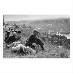 Ian Berry - Sunday afternoon on a hill overlooking Whitby - 1974 Whitby England, Ian Berry, Sunny Sunday, Photo Store, Classic Image, Magnum Photos, Prints For Sale, Berries, Black And White