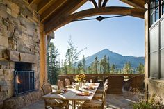 Rustic style mansion in Montana
