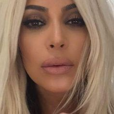 Kim Kardashian continued her blond reign. Khloe Kardashian, Kardashian Fashion, Kardashian Photos, Instagram Laura, Laura G, Kim K Style, Kim And Kanye, How To Line Lips, Beauty