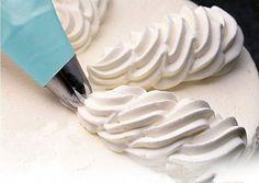 krém Sour Cream Icing, Make Sour Cream, Homemade Sour Cream, Cream Cake, Piping Icing, Cake Icing, Piping Bag, Tool Cake, Cake Decorating Tools