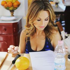 Giada De Laurentiis On Her Fame And Career; Celebrity Chef Finally Reveals Relationship With Bobby Flay? Food Network Tv Shows, Food Network Recipes, Giada De Laurentiis, Giada At Home, Tv Chefs, Natural Hair Styles, Long Hair Styles, Italian Beauty, Brunette Beauty