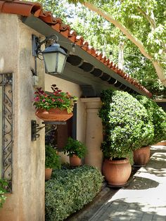 Storefront Photograph - Sedona Style by Gordon Beck Spanish Style Homes, Spanish House, Spanish Colonial, Beautiful Gardens, Beautiful Homes, Lawn And Garden, Home And Garden, Mexico House, Garden Design