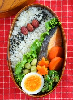 Japanese Bento Lunch Box with Grilled Salmon|鮭弁当 Japanese Lunch Box, Japanese Food, Japanese Style, Japanese Meals, Asian Recipes, Healthy Recipes, Bento Box Lunch, Box Lunches, Cute Food