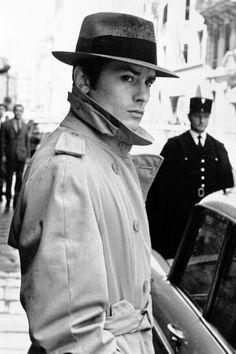 La Samurai - Alain Delon, who doesn't love Alain Delon! Suit Fashion, Mens Fashion, Emmanuelle Béart, Jean Dujardin, Der Gentleman, Deneuve, Burberry Trench Coat, Hollywood Star, Sophia Loren