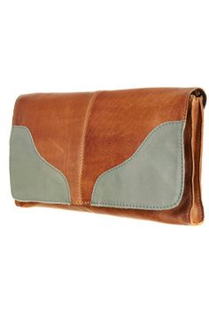 .i am def gonna need some cute clutches for when i turn 21 and have places to go ;]