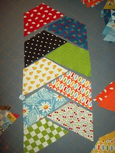 Quilting Ideas Herringbone Haul-It-All Tote with Jelly Rolls « Moda Bake Shop Half hexagon quilt idea. Quilting Tutorials, Quilting Projects, Quilting Designs, Sewing Projects, Quilting Ideas, Crazy Quilting, Quilting Templates, Hand Quilting, Jellyroll Quilts