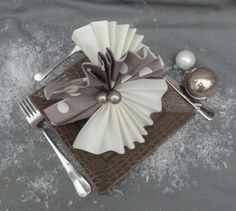 1000 images about pliages on pinterest origami napkins and noel - Pliage de serviette original ...