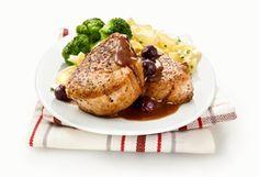 Médaillons de porc, sauce porto et bleuets Sauce Porto, Mets, Pork Recipes, Baked Potato, Potatoes, Chicken, Baking, Ethnic Recipes, Food